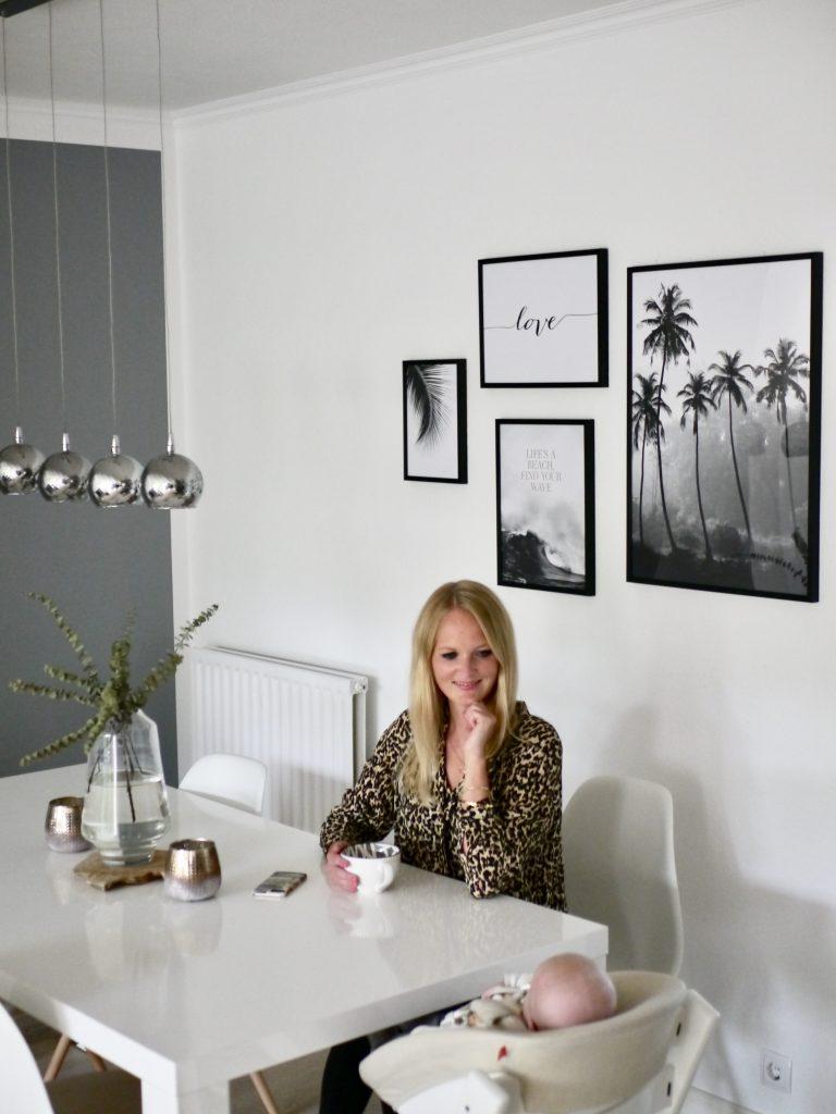 gallery wall wohnzimmer dekoration mit neuen postern von. Black Bedroom Furniture Sets. Home Design Ideas